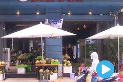 Bars on Bui Vien Street turned into mini-marts
