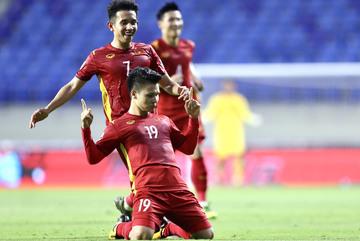 Đội hình Việt Nam đấu Trung Quốc: Biến hóa với Quang Hải