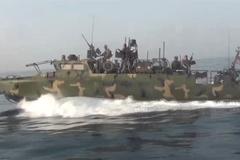 Video Iran truy đuổi tàu Mỹ trên Vịnh Ba Tư