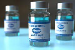 Gần 400.000 liều vắc xin Pfizer do Mỹ tặng về đến Hà Nội