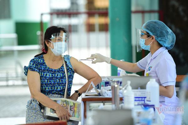 Ngày 8/10 thêm 4.806 ca Covid-19, 994 trường hợp khỏi bệnh