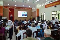 """Chương trình """"Cảnh sát biển đồng hành với ngư dân"""" kết hợp tuyên truyền pháp luật tại Quảng Yên"""