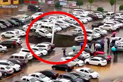 Hố tử thần 'nuốt chửng' hàng chục ô tô trong bãi đậu xe ở Trung Quốc