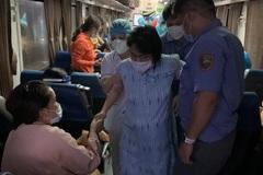 """Hai thai phụ """"vượt cạn"""" trên chuyến tàu nghĩa tình về Quảng Bình"""