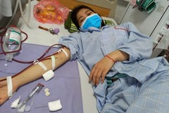 Con gái bệnh nặng qua đời, mẹ suy thận ngất lịm