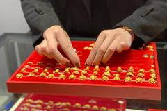 Giá vàng hôm nay 10/10: Tăng mạnhh, lên sát 58 triệu/lượng