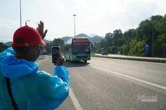 Xe khách nghĩa tình ở Đà Nẵng, đón đường đưa tiếp người dân về quê