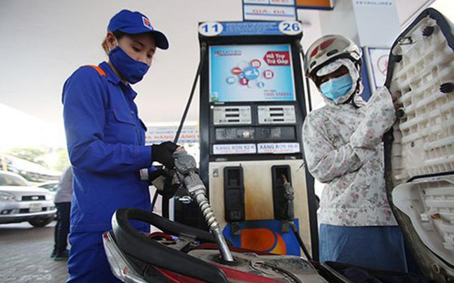 Giá xăng tăng mạnh, đầu tuần vượt mức 22.000 đồng/lít