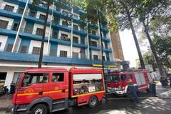 Cháy ở ký túc xá đại học giữa trung tâm TP.HCM, sinh viên tháo chạy