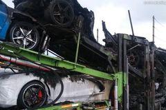 Loạt C8 Corvette mới cóng bốc cháy trên đường vận chuyển