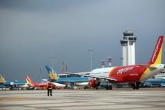 Ngày đầu mở cửa hàng không,27 chuyến bay không thể cất cánh