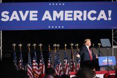 Ông Trump cáo buộc Tổng thống Biden gây tổn hại an ninh năng lượng Mỹ