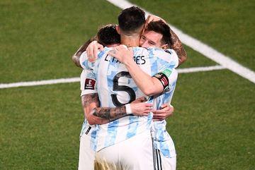 Highlights Argentina 3-0 Uruguay: Công đầu của Messi