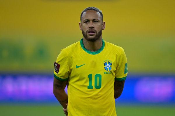 Neymar tuyên bố chia tay tuyển Brazil ở tuổi 30