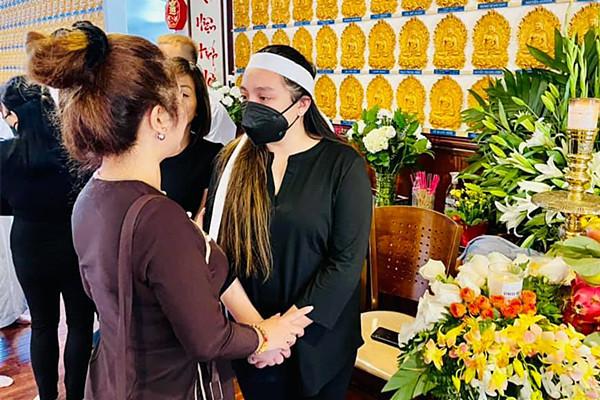 Thanh Tuyền vừa khóc vừa hát, Thúy Nga hứa viếng Phi Nhung mỗi tuần