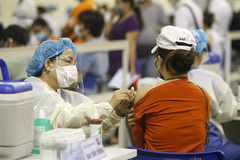 Rapid vaccination and targeted policies key to Vietnam's endemic growth