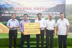 T&T Group hỗ trợ thị xã Sa Pa 2.000 tấn xi măng làm đường và nền nhà