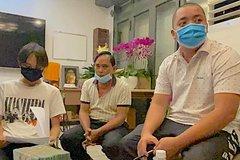Quản lý Phi Nhung bàn giao tiền cát-xê cho Hồ Văn Cường