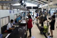 Hành khách TP.HCM, Đà Nẵng bay đến Hà Nội được giám sát y tế như thế nào?