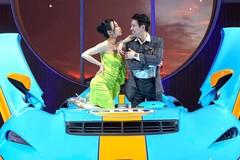 Vợ chồng Minh Nhựa vén màn hypercar mui trần McLaren ELVA tại Sài Gòn
