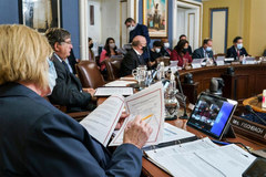 Hạ viện nhất trí nâng trần nợ, chính phủ Mỹ tạm thoát viễn cảnh đen tối