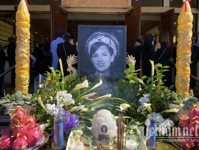Lễ tang Phi Nhung ở Mỹ: Trizzie khóc ân hận, Mạnh Quỳnh xin lỗiWendy Phạm