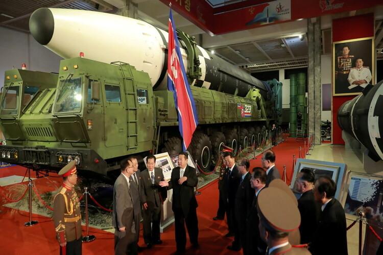 Triều Tiên phô diễn nhiều vũ khí uy lực
