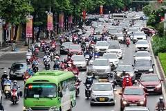 """Đường phố Hà Nội nơi đông đúc, nơi thoáng đãng ngày đầu """"bình thường mới"""""""