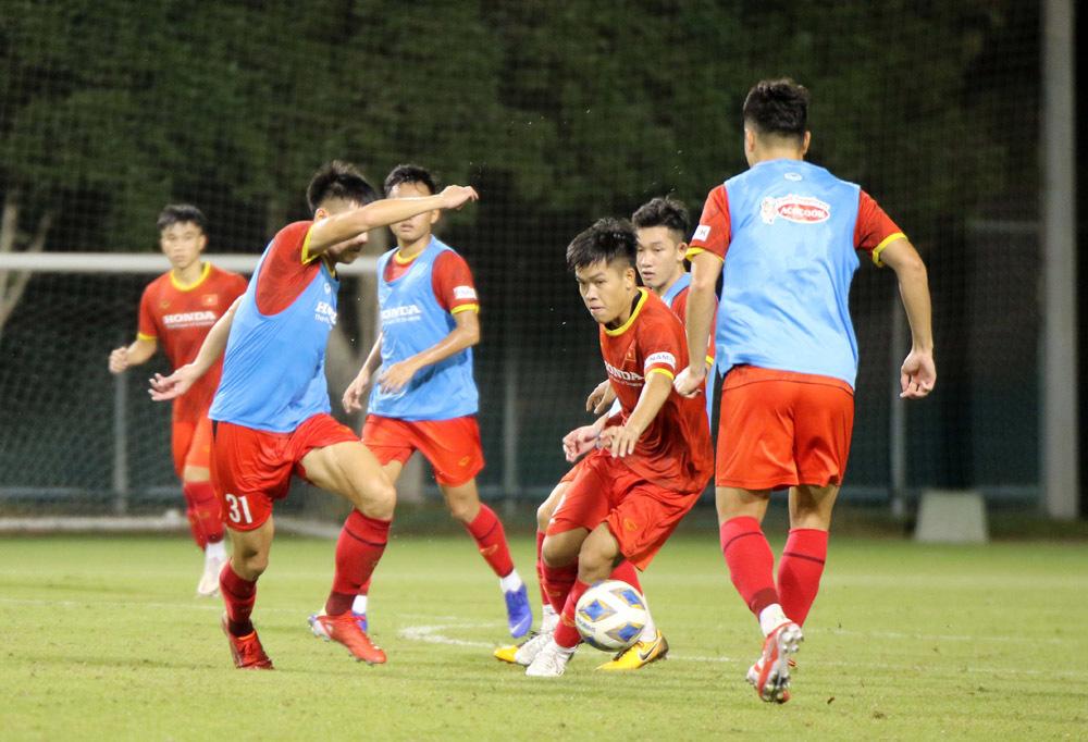 U22 Việt Nam dốc sức tập luyện, chờ đón thầy Park
