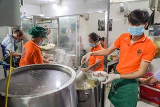 Quán phở ở Hà Nội bán gần 300 bát sau một giờ mở cửa