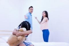 Bi kịch bị mẹ tránh mặt vì bắt quả tang mẹ ngoại tình