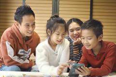 Lý Hải Minh Hà tự quay MV cùng các con khi bị kẹt ở Lâm Đồng