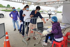 Hàng loạt tỉnh, thành vẫn yêu cầu test SARS-CoV-2 khi lưu thông