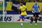 Neymar lu mờ Suarez và Cavani, Brazil đè bẹp Uruguay