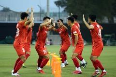HLV Park Hang Seo căng mắt 'soi giò' U23 Việt Nam