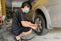 Lốp bị hỏng, nên thay 1 chiếc hay cả hai bên?