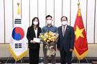 Món quà tặng điều dưỡng Bạch Mai từ Đại sứ Hàn Quốc
