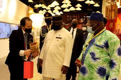 Tổng thống Sierra Leone tới thăm Nhà Triển lãm Việt Nam tại EXPO 2020 Dubai