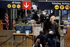 Mỹ dỡ hạn chế với khách ngoại đã tiêm chủng, 43.000 người Anh bị sai kết quả xét nghiệm
