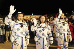 Trung Quốc đưa nữ phi hành gia đầu tiên lên xây trạm vũ trụ