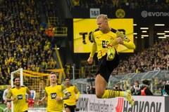 Haaland lập cú đúp, Dortmund leo lên đỉnh bảng