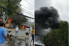 Cửa hàng đồ điện ở TP.HCM cháy như biển lửa, 4 người kịp thoát ra