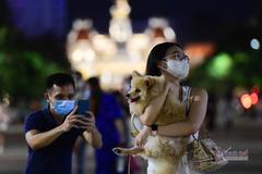 TP.HCM: Phố đi bộ Nguyễn Huệ nhộn nhịp ngày cuối tuần