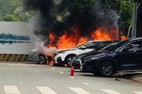 """Nghi ngờ vợ ngoại tình với sếp, chồng mua xăng đốt xe """"tình địch"""" ở TP.HCM"""