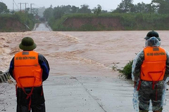 Lũ trên sông Kiến Giang ở mức đỉnh, nhiều điểm Quốc lộ bị ngập sâu