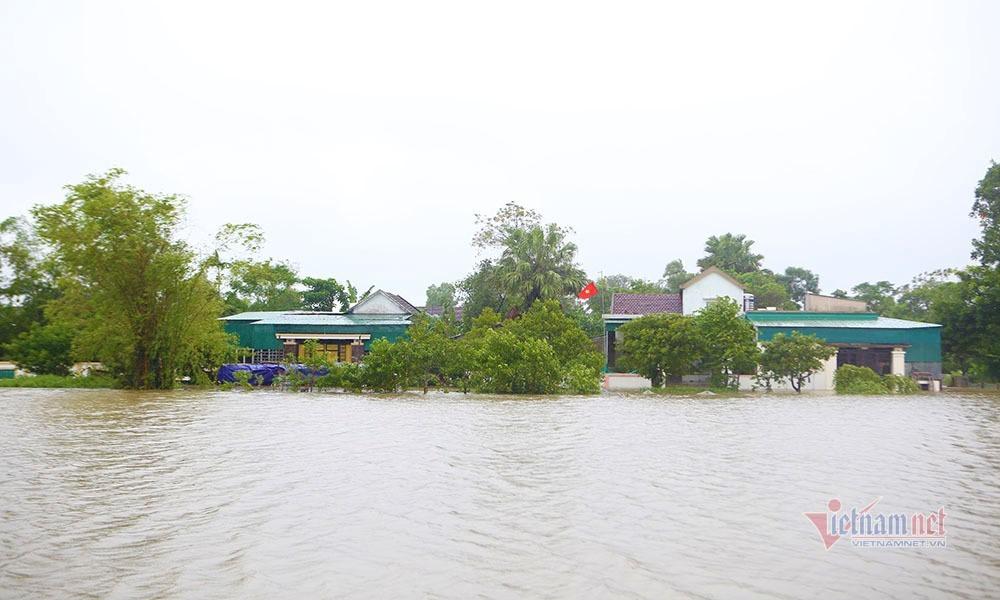 Hơn 38.000 học sinh Hà Tĩnh phải nghỉ học vì mưa lũ lớn