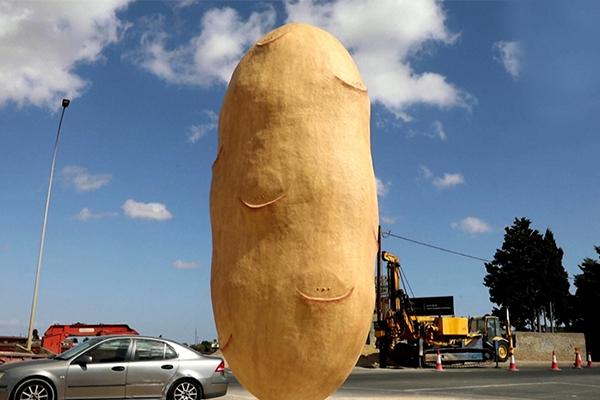 Tượng tôn vinh khoai tây gây tranh cãi vì bị nhầm thành 'của quý'