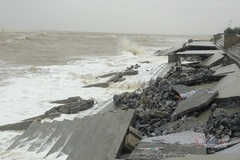 Kè biển 26 tỷ ở Quảng Bình chưa bàn giao đã bị sóng đánh tan hoang