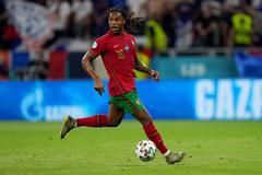 MU và Liverpool lao vào giành Renato Sanches