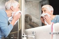 Cách chăm sóc da tốt nhất cho phụ nữ trên 50 tuổi
